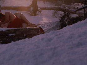 Аманда Сайфред секси - Красная Шапочка (2011) #2