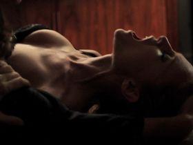 Хизер Грэм секси - Черри (2012)