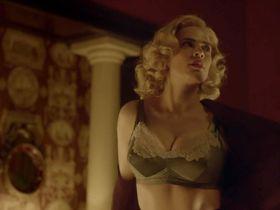 Хейли Этвелл секси - Неспокойная (2012)