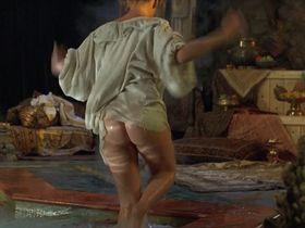 Кэтрин Хайгл голая — Принц Вэлиант (1997)
