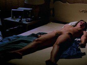 Барбара Херши голая — Существо (1981)