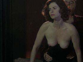Анна Гальена голая — Чёрный ангел (2002) #1