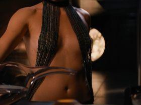 Шарлиз Терон голая - Эон Флакс (2005)