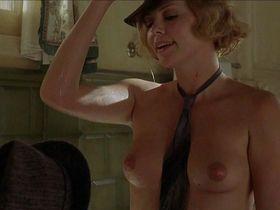 Шарлиз Терон голая — Голова в облаках (2004)