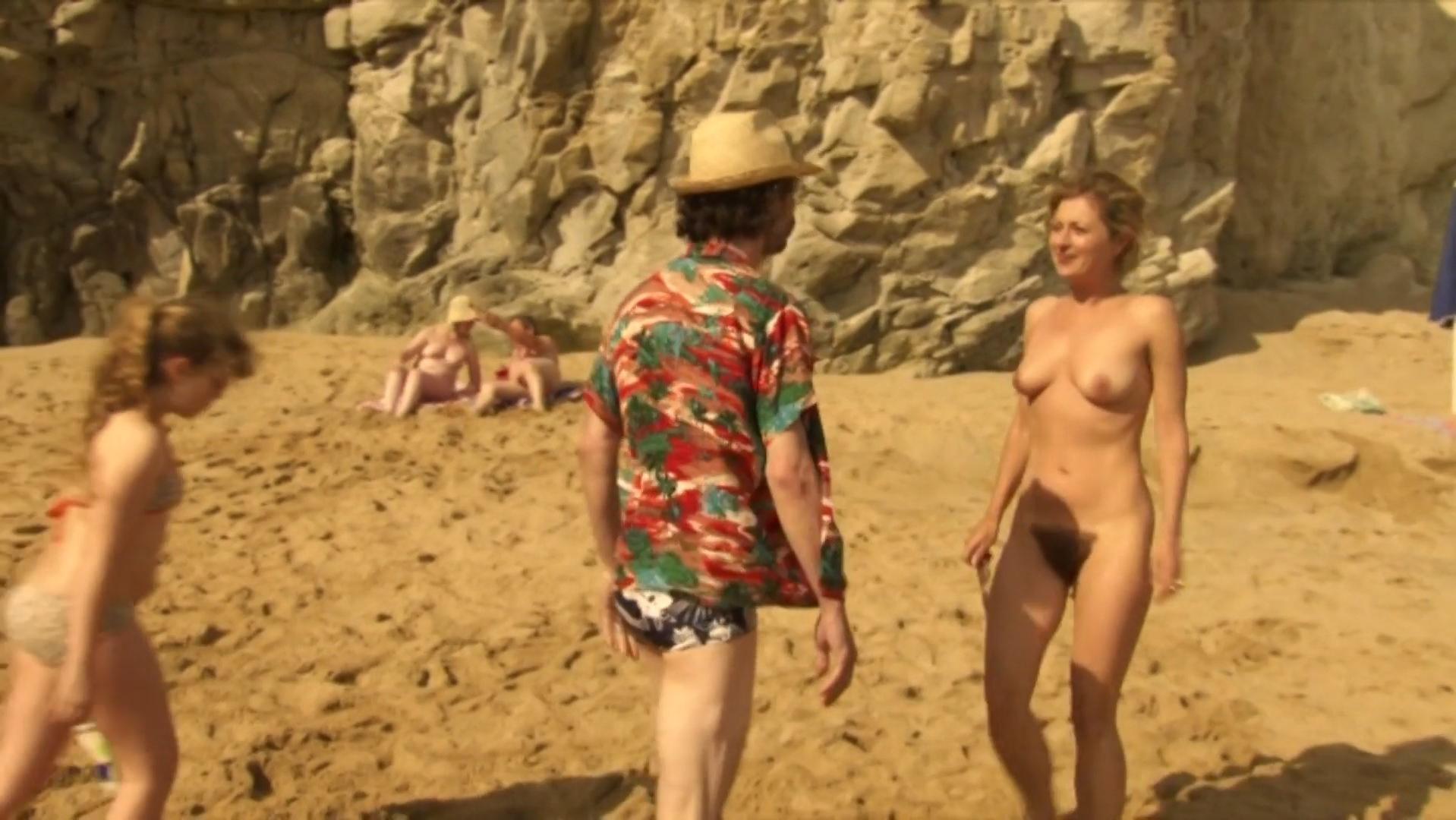 Подружки трахаются фильм голые на море