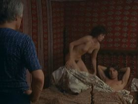 Даниель Жегофф голая — Вечеринка удовольствий (1975)