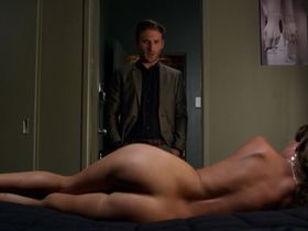 Киша Касл-Хьюз голая, Mikassa Cornwall голая - Всемогущие Джонсоны s03e04 (2013)