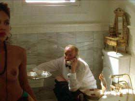 Лиза Энн Кабаса голая, Миа М. Руис голая, Валли Ли голая - Дикие сердцем (1990)