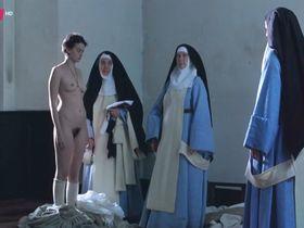 Полин Этьен голая - Монахиня (2013)