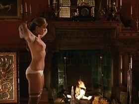Софи Дюэз голая, Карола Станьяро голая - Игла в сердце (1986)