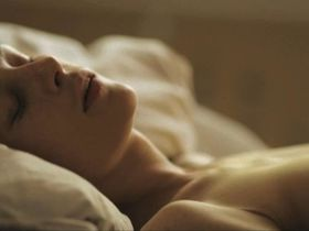 Фелина Рогган голая, Агнешка Подсядлик голая - Как совершенно исчезнуть (2014)