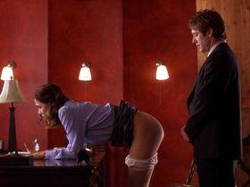 Мэгги Джилленхол голая - Секретарша (2002)