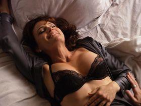 Карла Гуджино секси, Эддисон Тимлин секси - Блудливая Калифорния s04e12 (2011)