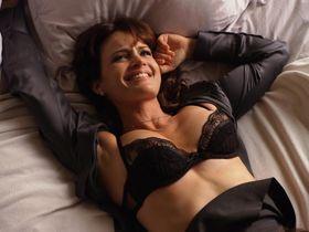 Карла Гуджино секси, Эддисон Тимлин секси - Блудливая Калифорния s04e12 (2011) #3