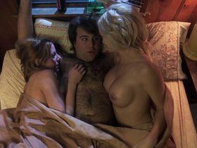 Минди Робинсон голая, Мойра Мерфи голая - Красоткам нравятся геи (2014)