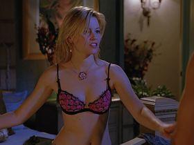 Элизабет Бэнкс секси - Сорокалетний девственник (2005)