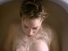 Белинда МакКлори голая — Красный мяч (1999)