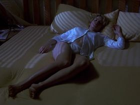 Элизабет Шу секси — Невидимка (2000)