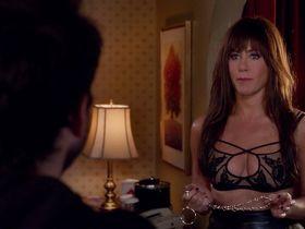 Дженнифер Энистон секси — Несносные боссы 2 (2014)