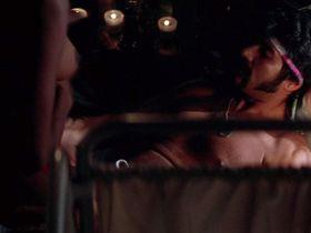 Вивика А. Фокс голая, Корделия Гонсалес голая - Рожденный четвертого июля (1989)