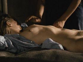 Рена Нихаус голая - Пленница (1976)