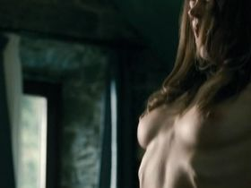 Алиса Двиер голая - Тихая жизнь (2010)
