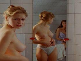 Тереза Шольце голая, Александра Мария Лара секси — Mensch, Pia! s01e07 (1996) #2