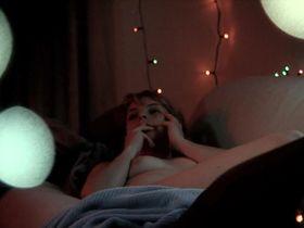Эми Саймец голая, Келси Мангер голая - Ужасный способ умереть (2010)
