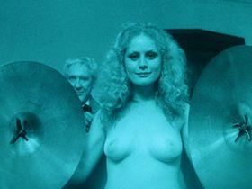 Беверли Д'Анджело голая, Кристина Рейнес секси, Сильвия Майлз голая - Часовой (1977)