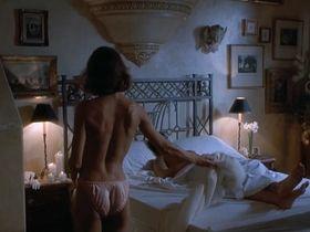 Бренда Бакки секси - Горячие головы 2 (1993)