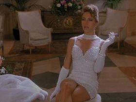 Бренда Бакки секси - Горячие головы 2 (1993) #3