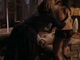 Бриана Эвиган секси, Дебора Энн Уолл секси - День матери (2010)