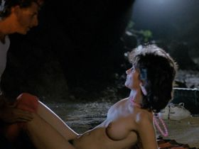Синтия Бэйкер голая, Tanya Papanicolas голая - Кровавая закусочная (1987)
