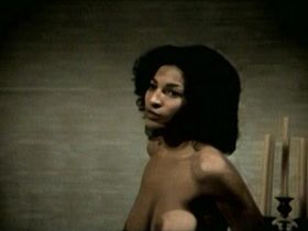 Пэм Гриер голая — Барабан (1976)