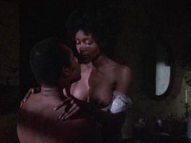 Бренда Сайкес голая — Барабан (1976)