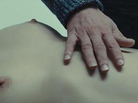 Изильд Ле Беско голая, Анаис Демустье голая - Новая подружка (2014)