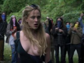 Нора Арнезедер голая, Лола Кёрк секси - Моцарт в джунглях s01e09 (2014) #2