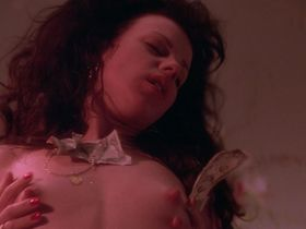 Деби Мейзар голая — Бесплатные деньги (1993)