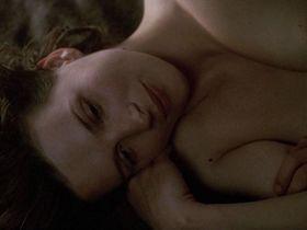 Жюльет Бинош голая — Английский пациент (1996)