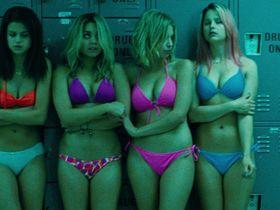 Селена Гомес секси — Отвязные каникулы (2013)