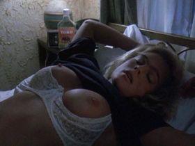Эрика Элениак голая — Конвоиры (1994)