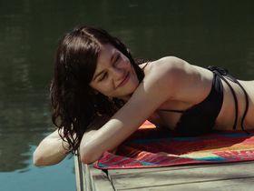 Рэйчел Мелвин секси - Бобры-зомби (2014)