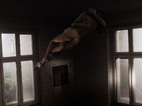 Ewa Matula голая, Каролина Корта голая, Barbara Lubos голая - Собачье поле (2014)
