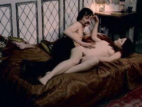 Жоэлль Кёр голая, Гилда Арансио голая - Развратные девушки автостопщицы (1973)