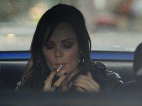 Лора Вандервурт секси — Ущерб (2009) #1