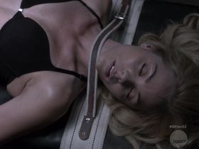 Лора Вандервурт секси — Укушенная s02e04 (2015)