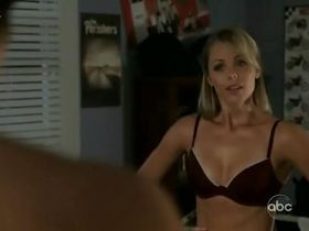 Лора Вандервурт секси — Визитеры s01e03 (2009) #3