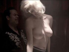 Мойра Мерфи голая, Джулианна Гуилл секси - Пятизвёздочный день (2010)