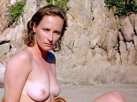 Шерил Ли голая, Лайла Робинс голая - Кровавые апельсины (1997)