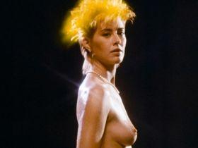 Сюзанна Лав голая - Ужас Девонсвилля (1983)